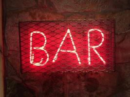 Сообразить на троих: в Москве появился самый маленький в мире бар