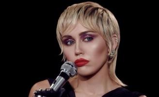 Майли Сайрус выпустила свою первую в 2020 году песню. Клип она срежиссировала сама